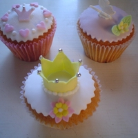Princess Cupcakes Vainilla cupcakes with fondant cover and gumpaste toppers.