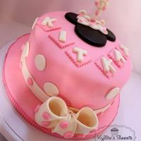 Pink Minnie Mouse Cake And Cuppies *