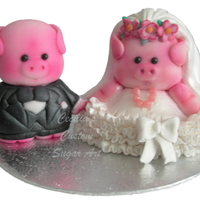 Wedding Pig Cake Topper - Edible These pigs are made from sugarpaste and are entirely edible.