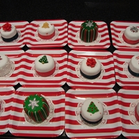 Multipile Christmas Mini Cakes I made lots of mini cakes as Christmas gifts.