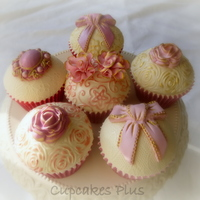 Pretty Pink And Gold Birthday Cupcakes Pretty pink and gold birthday cupcakes