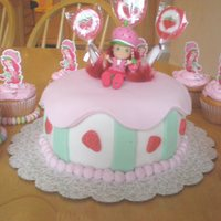 Strawberry Shortcake Cake Strawberry shortcake cake http://jaclyndesigns.blogspot.com/