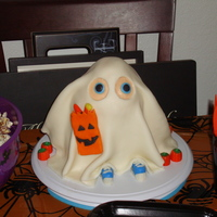 My Second Cake (Halloween) This was my second cake that i made. A little ghost cake for haloween. Super easy and fun.