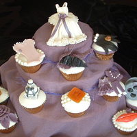Glamour Cupcakes For Old Hollywood Bachelorette Party.  An Oscar-winning performance awaits the bride-to-be at her Old Hollywood glamour bachelorette party She and her guests will enjoy cupcakes...