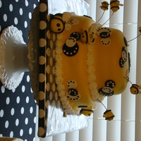 Honey Bees   I made this cake for my daughters 1st birthday...and I really enjoyed making it.