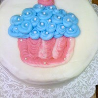 Cup Cake Cake first transfer technique cake using piping gel to apply the buttercream to make the image.