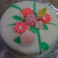 Fondant Flower Cake Cake class. Learned sugar flowers