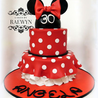 Minnie Mouse In Red I made this last weekend for a dear friends 30th birthday ♥Not an original design, there are lots of ones similar all over the...