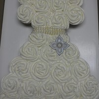 Wedding Dress Cupcakes! 27 cupcakes create this wedding dress shower cake.