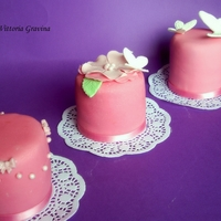 Fucsia Mini Cake