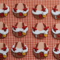 Octoberfest Cupcake Toppers Saw these on the Craftsy blog a few weeks ago and thought they would go well with the Pumpkin and Ale cupcakes with brown sugar frosting...