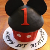Mickey Mouse 1St Birthday Cupcake Cake. Mickey Mouse 1st Birthday Cupcake cake.
