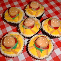Burger & Chips Cupcakes vanilla flavoured cupcakes with fondant decorations