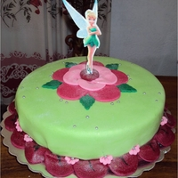 "Tinkerbell Basic cake covered with fondant and gumpaste. Tinkerbell is made in rice paper and ""pastillaje"". Everything is eatable."