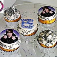 Cupcakes *Justin Bieber, edible image with sprinkles