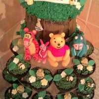 Winnie The Pooh And Friends giant cupcake and 30 regular cupcakes