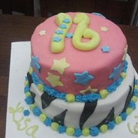 1317501596.jpg mmf fondant red velvet cake with cream cheese buttercream. my 6th fondant cake!!!
