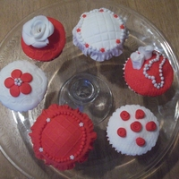 Mums Birthday Cupcakes These are vanilla spongecakes, they have lemon curd and buttercream on top and then covered in fondant. I have to thank AnaRemigio for...
