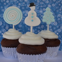 "Winter Wonderland Cupcakes And Fondant Toppers So Simple Yet So Pretty   ""Winter Wonderland"" cupcakes and fondant toppers. So simple yet, so pretty!"