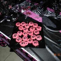 Chocolate Covered Oreos   Candy melts colored in pink then dipped in oreos for pink and black 30th birthday party