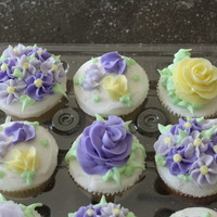 Flower Cupcakes These are decorated in all buttercream.