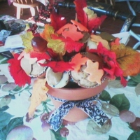 Thanksgiving Muffin Bouquet   I placed fondant shaped leaves on cupcakes and placed them in a bouquet
