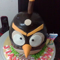 3D Angry Bird Cake This 3D Angry bird cake was made for a friend of mine. This is my first experience on this bird cake. Thank god, it turned out fine.