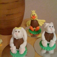 Mrs Rabbit & Friends Cadbury's cream egg and sugarpaste rabbits and chicks for Easter!