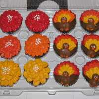 Fall/thanksgiving Cupcakes Half pumpkin spice cupcakes and other half is red velvet. Fall colored flowers and turkey cupcakes....Happy Holidays and TFL!