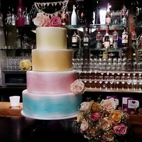 Watercolor Wedding Cake This wedding cake was created for a wedding venue.The wedding location had an viewing day for couples.In cooperation with a florist, we...