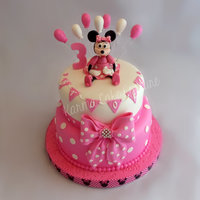 This Cake Was Made Using A Few Different Tutorials Minnie Mouse Was From Lovely Turorials And When I First Started Decorating Cakes I Wa This cake was made using a few different tutorials. Minnie mouse was from 'lovely turorials' and when I first started decorating...