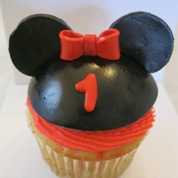 Minnie Mouse Smash Cake This was for a 1 year old Birthday party. Instead of a larger cake, we make a jumbo cupcake. Ears and Bow made from gum paste and fondant...