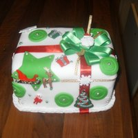 Mini Christmas Cake. Christmas fruit cake covered with fondant.