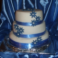 Blue Daisies Wedding Cake TFL!