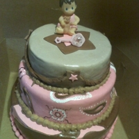1324145787.jpg   vanilla & straverry cake ...for a baby shower...