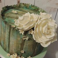 Vintage Wood And Roses I was asked last minute to create an engagement cake for family friends and the only suggestion was vintage. I recently saw a picture of a...
