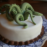 Ie Ie Cthulhu Fhtagn! My bf asked me to do this cthulhu cake. That's chocolate fudge cake with peanutbutter filling :P Covered with ( and the tentacles)...