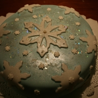 Snowflake Cake I made this snowflake cake for my moms bday.