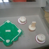 Baseball Cupcake Cake! Made this super simply cake for my nephew's 5th Birthday and the kids loved it.