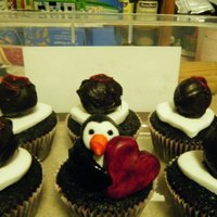 Love Penguin Cupcakes I made these cupcakes for valentines day, the fondant penguin was inspired from this post, and I painted him with food colouring :) http://...