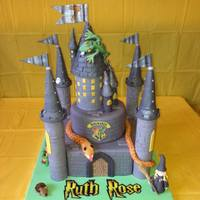 Harry Potter Themed Castle *the little girl who this was for was having a harry potter themed party with a guest coming in to show his reptiles so mum asked if i...
