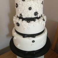 Black And White Flower Wedding Cake a very simple but effective cake :)
