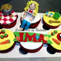 Mothers Day Cupcakes All edible, fondant figure and fondant toppers, all hand made. Lemon cakes with lemon buttercream :)