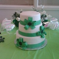 Kelly Green Wedding Cake I'm sorry that the photo is a little blurry.I made this cake for a friend's wedding. The colors were kelly green, black and white...