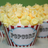 """popcorn"" Cupcakes Love these little popcorn cupcakes. Popcorn made from fondant."