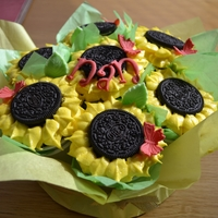 Sunflower Cupcake Bouquet cupcake bouquet using oreos...