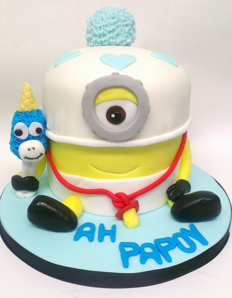 Mega Baby Minion this cake was made for one of my sisters 19th birthday yesterday, she loves minions especially the baby minion. So this is what she decided...