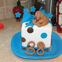 Lea Chocolat Lab this is my fisrt square cake,for my husband birthday,it's suppose to by is chocolat labrador L?A.3 layers pumking and spice cake