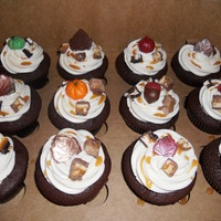 Thanksgiving / Autumn Cupcakes.   Thanksgiving / Autumn Themed Cupcakes. Snickers Cupcakes. Candy Bar Cupcakes.
