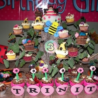 Bugs, Bugs Bugs...in A Tree I took a freshly cut stump of a tree that was going to be fire wood, added stems and fresh leaves and made my own cupcake tree!!! Our theme...